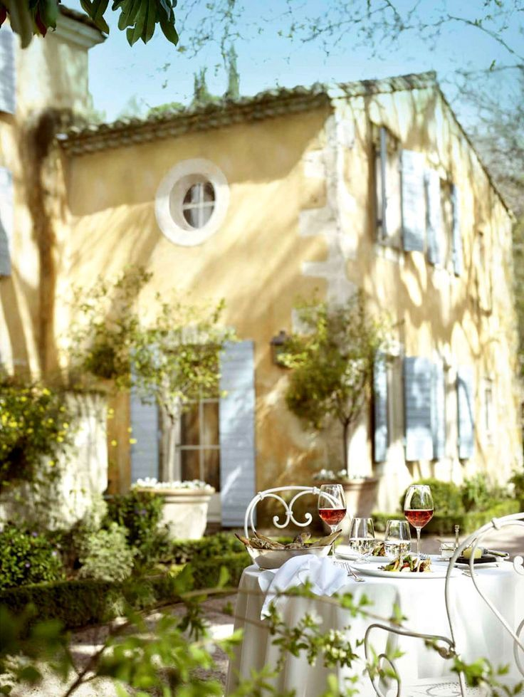 Provence country dining