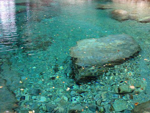 """皆さん、突然ですが高知県の""""川""""と言ったらどこを思い浮かべますか? だいたいの方が「四万十川!」と答えると思うのですが、実は高知県には四万十川よりもはるかに美しい、いや美しすぎる川があるのです・・・!"""