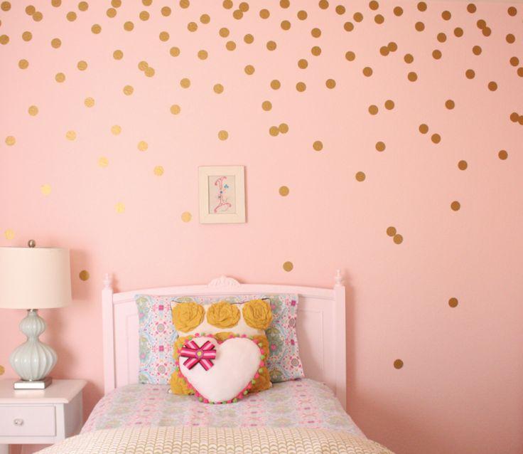 Altrosa im Kinderzimmer mit goldenen Akzenten aufpeppen