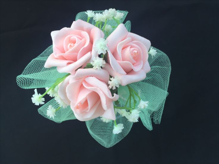 Mint Green & Pink Roses 12 inch wand with 3 pretty pink roses, sitting on a green tulle skirt. Pink and green ribbons float down the handle with some pink pearl strings and a bit of glitter ribbon. This wand can be reproduced in the colour of your choosing, contact leeann@bejewelledbridal.com.au  to discuss your needs.
