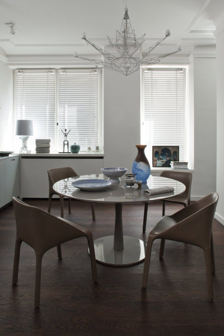 Flute table and Manta chairs by great Italian brand Poliform. Simple, yet elegant look. Available in MOOD showroom. #mood #diningtable #poliform #flutetable #mantachairs #flute #manta #simple #elegant #roundtable #chairs