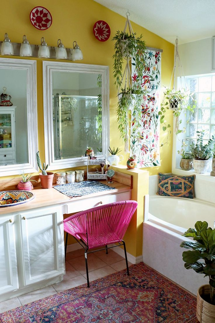 Cheerful, bright master bathroom with 'garden tub' | Kelli and Tony Collins' Home on Design*Sponge