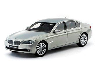 This BMW 750Li Diecast Model Car is Moonstone Silver and features working steering, suspension, wheels and also opening bonnet with engine, boot, doors. It is made by Kyosho and is 1:18 scale (approx. 24cm / 9.4in long).  ...