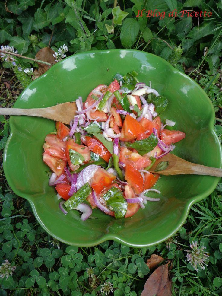 In Calabria l'insalata di pomodoro ha un sapore speciale, in estate quasi ogni giorno è sulle nostre tavole.