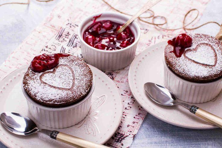 Suflet czekoladowy z wiśniami #smacznastrona #przepisytesco #walentynki #suflet #czekolada #wisnie #pycha