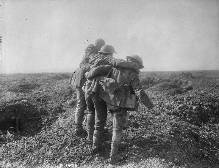 Taking of Vimy Ridge. Wounded coming in. May, 1917. Canada. Dept. of National Defence / Library and Archives Canada /PA-001439