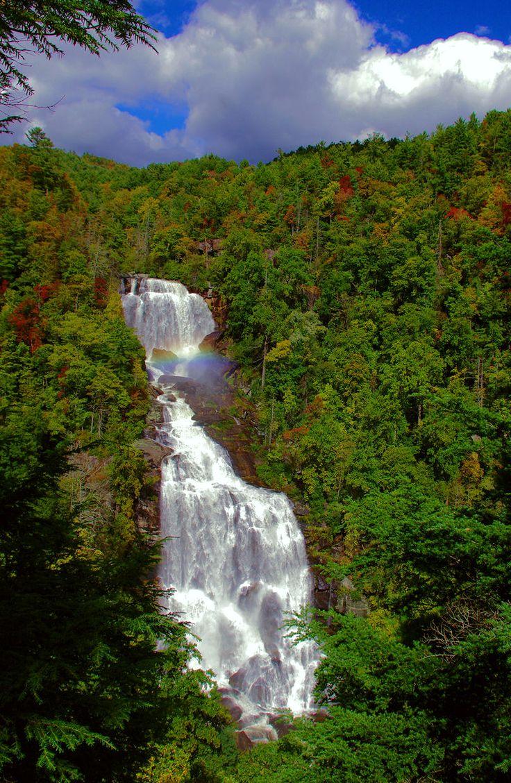 Caídas de Whitewater superiores en Bosque Nacional Nantahala en Carolina del Norte