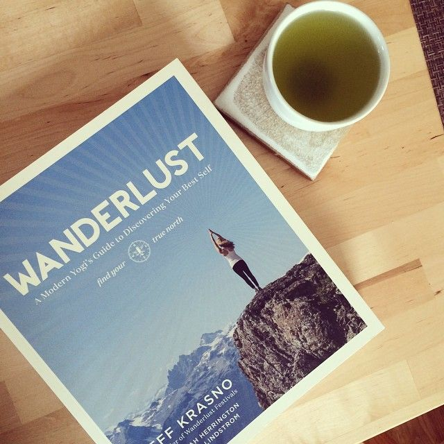 Wanderlust  pięknie wydana ksiażka tłumaczaca podstawy jogi, jej filozofię oraz jej zastosowanie w codziennym życiu. Nie wiem czego jest w niej więcej , jogi czy samorozwoju. Jedna z lepszych ksiażek o tej tematyce na jakie trafiłam + piękne zdjęcia