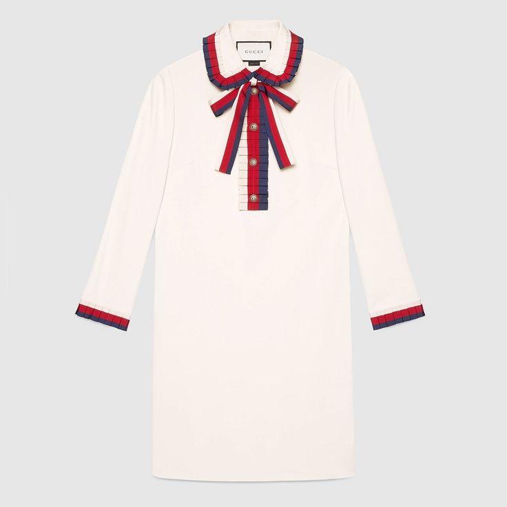 『GUCCI(グッチ)  ヴィスコースジャージー ドレス ロングスリーブ』 すっきりとしたシルエットに3色のハウスカラーが 目を引く、春夏にぴったりのワンピース。 やわらかく肌ざわりなめらかな上質なヴィスコース ジャージー生地に、グッチの新しいコレクションの 象徴でもあるシルヴィ・ウェブが映える一着。 ボディラインを綺麗に見せてくれる程よいフィット感 で、美しいシルエットを実現。 ボタンプラケットの縦ラインの効果で、さらにスタイル アップを叶えてくれます。 シルヴィ・ウェブのプリーツ加工やボウタイ付きで、 シンプルなデザインの中にも女性らしい可愛らしさ 溢れる逸品。 大人の余裕さえ感じさせる、エレガントな女性にぴったり のワンピースです。 ◆GUCCI(グッチ) 1921年にイタリアのフィレンツェで鞄工房としてスタート したファッションブランド。 世界で初めてデザイナーの名前を商品に入れたことでも有名。 バッグ、靴、財布などの皮革商品を中心に、時計や香水なども 幅広く手掛けている。 最近では現デザイナーのアレッサンドロ・ミケーレが新シリーズ として、「GG ブ...