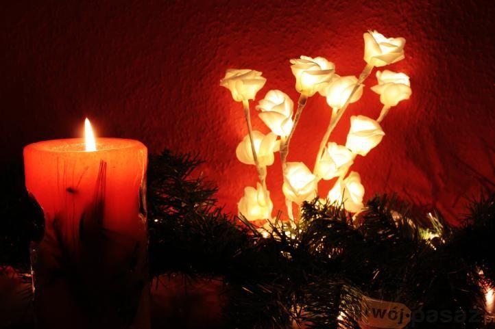 Róże LED dostępne na https://www.twojpasaz.pl/pl/p/Roza-LED-na-baterie-Swiecace-roze-/144650