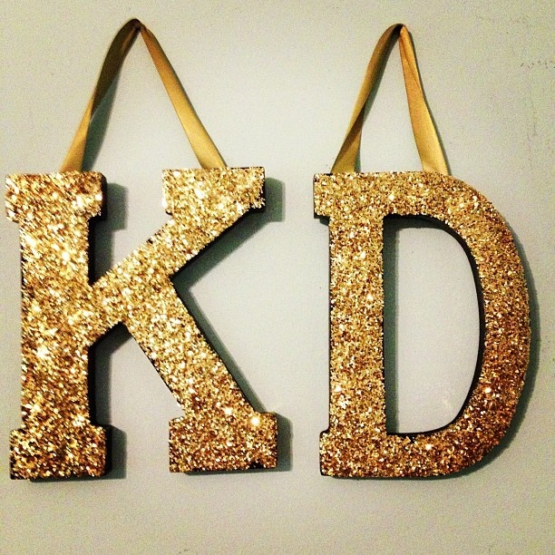 cute idea for one initial huge wood block letter mod podge and lots of glitter and