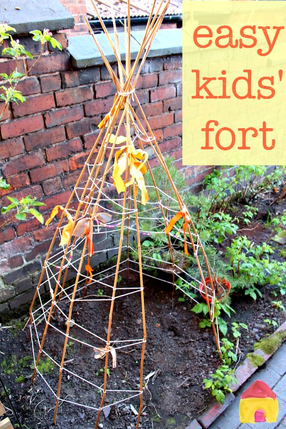 So easy to make :: kids backyard fort :: make a bamboo teepee :: easy den for kids with great added extras!