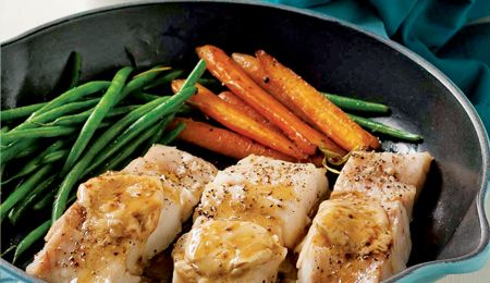 Grilled hake with carrots and green beans.
