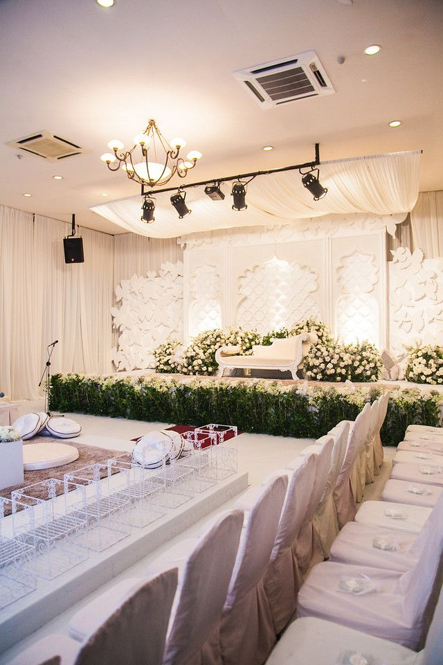 Wedding stage 'Pelamin' at Saloma Bistro, Kuala Lumpur. www.nazimzafri.com