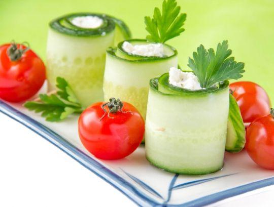Цукини с гуакамоле и сыром «Филадельфия»  http://www.domashniy.ru/article/eda/recepty/cukini_s_guakamole_i_syrom_filadelfiya.html