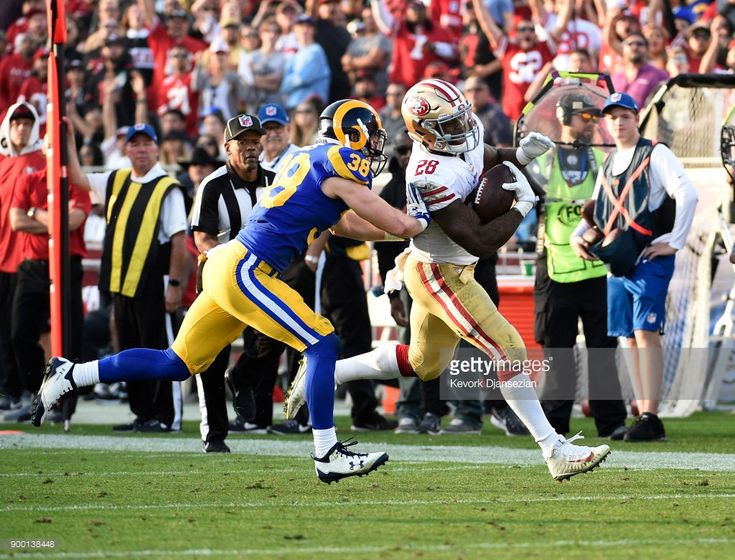 News Photo : Carlos Hyde of the San Francisco 49ers catches a...