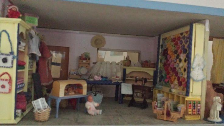 Handwerkwinkeltje met woonkamer ernaast