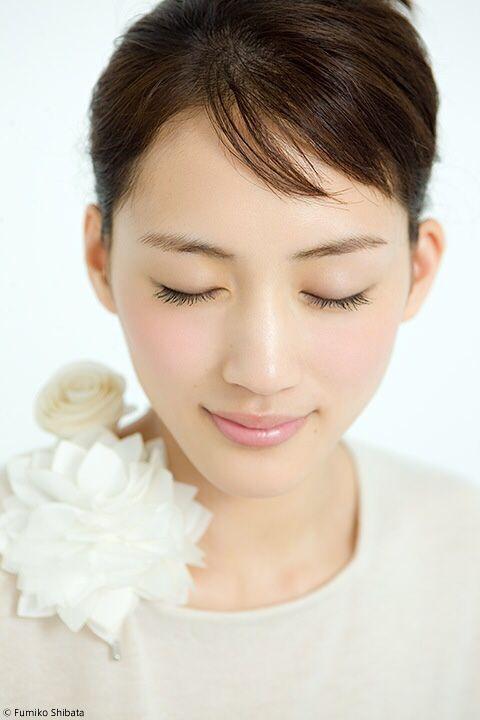 綾瀬はるか式「30歳で人生が終わらないオンナ」になる方法! - Locari(ロカリ)