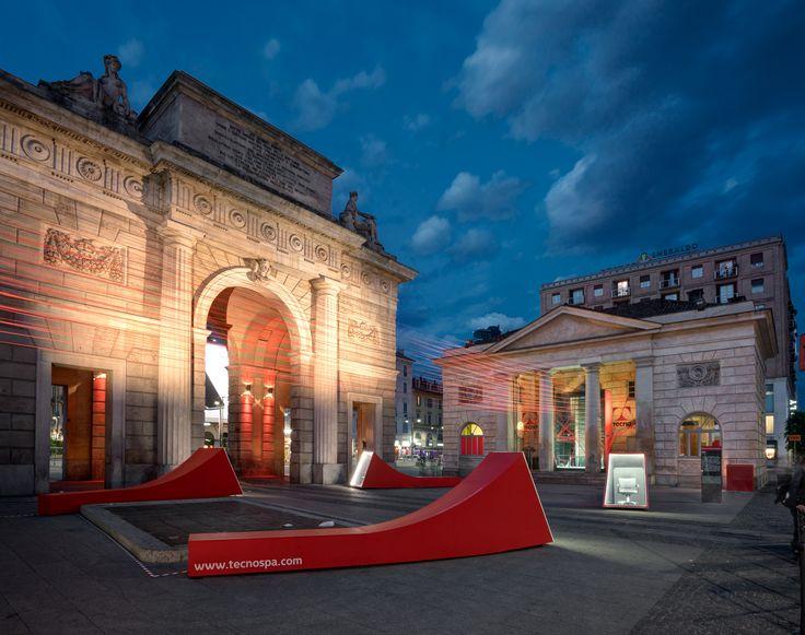 #connections #connectors & #connectivity è l'installazione progettata da Migliore+Servetto Architects per lo showroom di Tecno in piazza XXV aprile a Milano