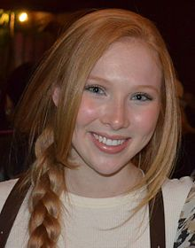 An eighteen-year-old redheaded Molly Caitlyn Quinn, Alexis Castle, from the TV hit show about a novelist - her TV is from Texarkana