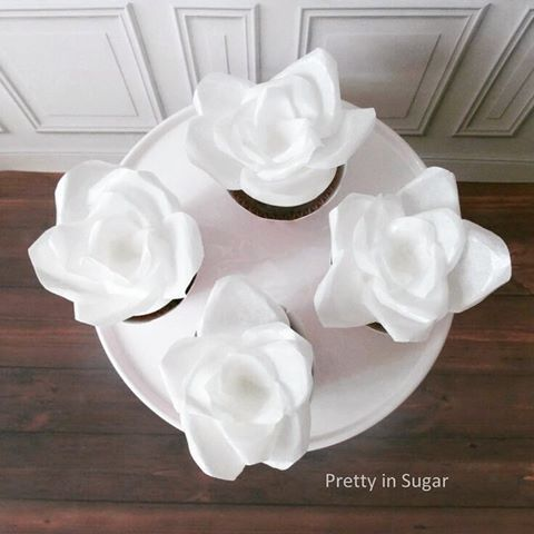Wafer paper flowers #waferpaperroses #waferpaper #cupcakes #prettyinsugar #prettyinsugarcupcakes