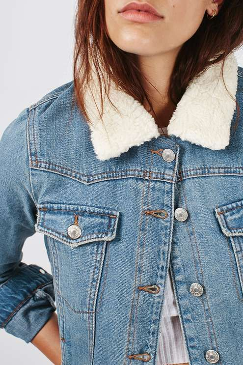 Denim goes western in this MOTO vintage wash jacket. Comes with a soft borg collar, button front and handy chest pockets. #Topshop