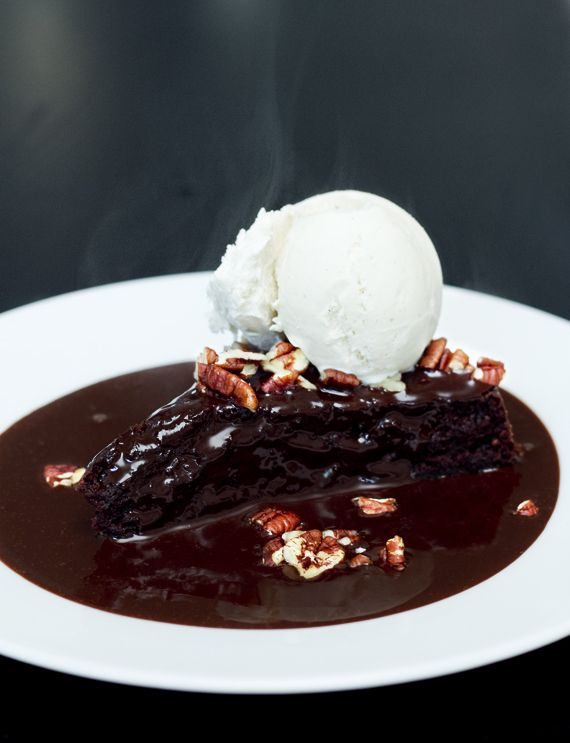 Vegan mexican chocolate cake with ice cream and pecans. http://vegoriket.se/?p=181#more-181