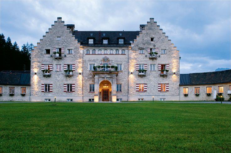 G8 Gipfel auf Schloss Elmau findet am 4. und 5. Juni 20145 statt - Das Kranzbach wird auch offizielles Gipfelhotel - Sehen Sie dazu aktuelle TV-Sendungen bei HOTELIER TV: http://www.hoteliertv.net/weitere-tv-reports/g8-gipfel-auf-schloss-elmau-findet-am-4-und-5-juni-20145-statt-das-kranzbach-wird-auch-offizielles-gipfelhotel