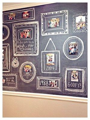 黒板+写真で額縁×白い台紙×ワイヤーでウェルカムスペースに飾る