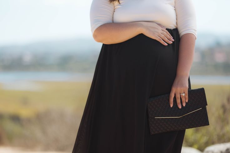 A night out calls for the most gorgeous plus size maternity maxi dress in your closet. This chiffon bottom colorblock number is designed just for this occasion. A breezy style and flattering cut gives you a comfortable feel that will make you look amazing all night long.