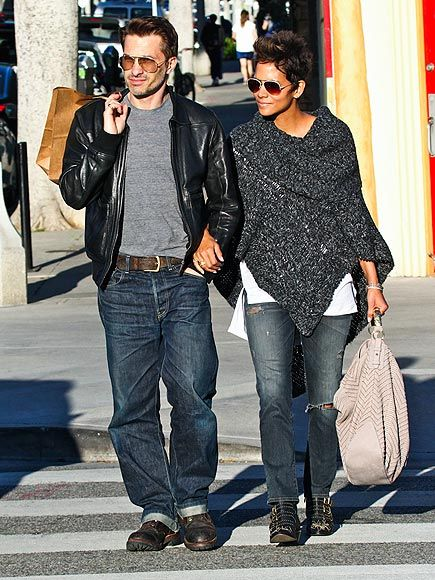 Halle Berry and her fiancé Olivier Martinez certainly love their aviators! These love birds were both spotted sporting modernized versions of these sunnies!