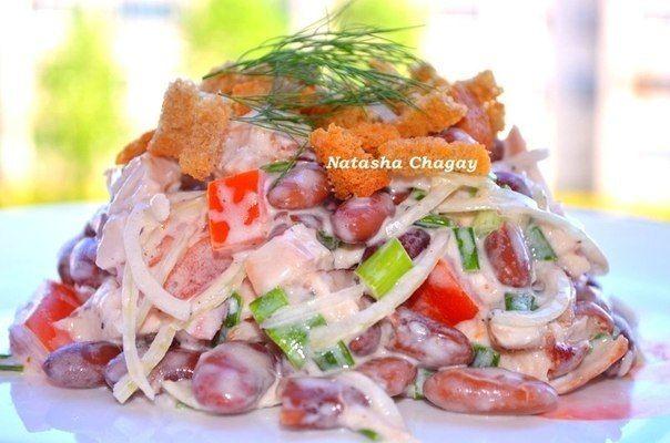 Салат с сухариками и копчёной курицей. 9 рецептов самых вкусных салатов от Натальи Чагай - Простые рецепты Овкусе.ру