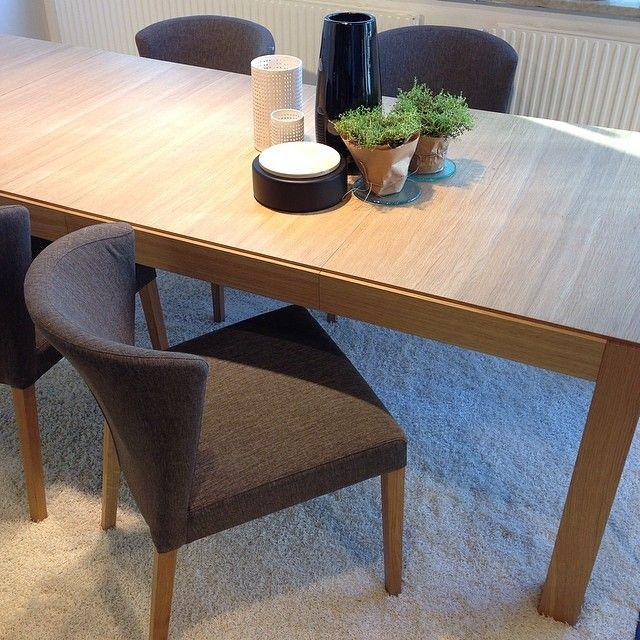 Favorit på Habitat. Valentina vadderad stol 1.990kr. Drio utdragbart bord med plats för upp till 8 personer. 120(245)x98x75cm, finns även i mörkbets, 6.990kr. #habitatsverige #matbord #stol #favoritpåhabitat