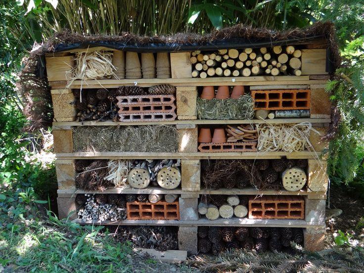 best 260 h tel insectes images on pinterest gardening. Black Bedroom Furniture Sets. Home Design Ideas