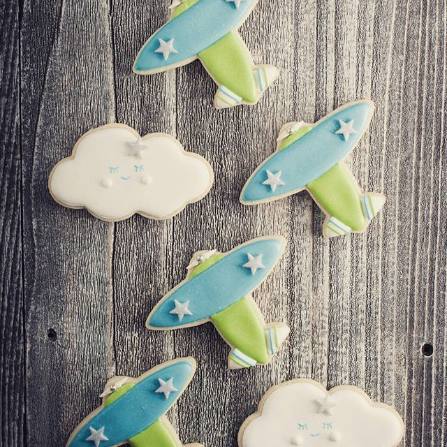 Toy airplane and sleeping cloud cookies! Plus tips for drying royal icing on the blog this week. #babyshower #cookies #cute #cookiedecorating