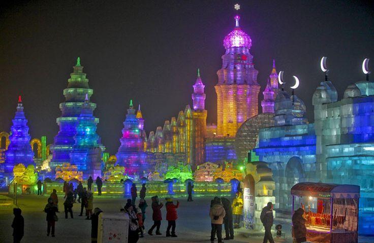 Foto delle sculture di ghiaccio all'Harbin Ice Festival n.20