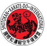 Η «Ακαδημία Καράτε Αρκαδίας Yamada» ξεκίνησε την λειτουργία της το έτος 2014 με σκοπό να προάγει δύο παραδοσιακές Ιαπωνικές πολεμικές τέχνες, το Shotokan Karate-do (S.K.I.F.) και το Aikido. Ο Στόχος μας είναι η καλλιέργεια του χαρακτήρα μέσα από τον δρόμο των παραδοσιακών πολεμικών τεχνών της Ιαπωνίας. Το Shotokan Karate-do και το Aikido δεν αποτελούν για εμάς μόνο μία σωματική δραστηριότητα που κάνουμε μερικές ώρες την εβδομάδα, αλλά μια φιλοσοφία και ΣΤΑΣΗ ΖΩΗΣ. Επιδίωξη μας είναι να…