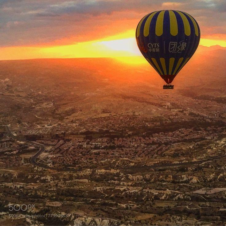 Popular on 500px : Воздушный шар летит к рассвету by MeeJust