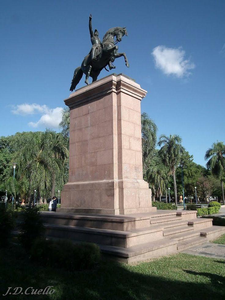 Plaza 25 de Mayo – Monumento del Gral. Don José de San Martín – Resistencia – Chaco