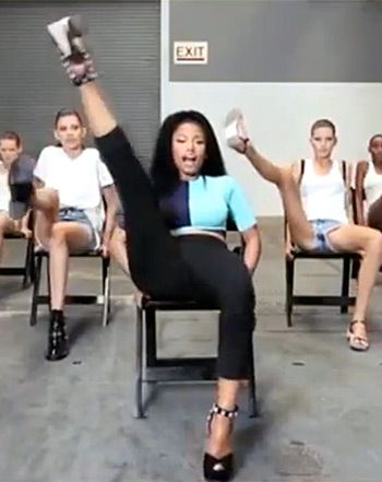 "Watch Nicki Minaj teach Mercedes-Benz Fashion Week models the ""Anaconda"" music video dance at Alexander Wang show on Sept 6."