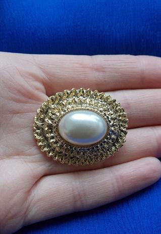 Vintage Pearl Brooch from Olivia Divine