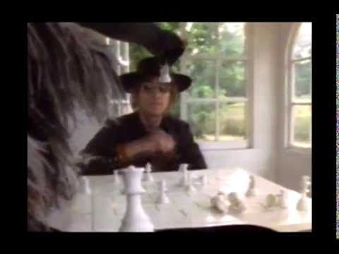 Yoko Ono and John Lennon playing chess (1972)