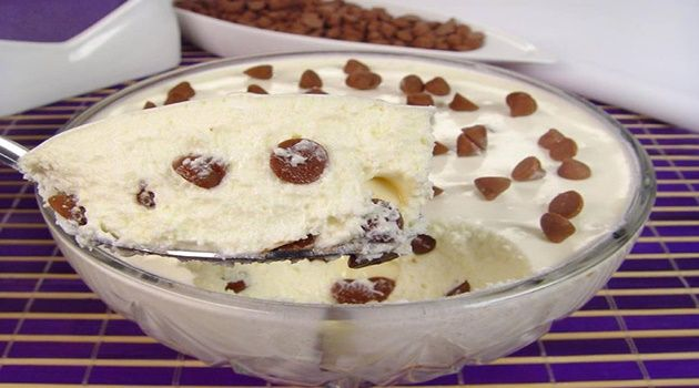 Confira a Receita: Mousse de leite com gotas de chocolate! http://www.receitassupreme.net/mousse-de-leite-com-gotas-de-chocolate/receita-5370/