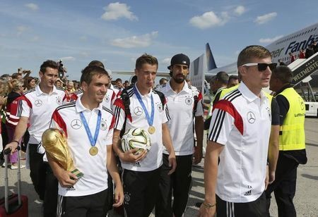 Ecstatic Berlin crowds welcome victorious German team home