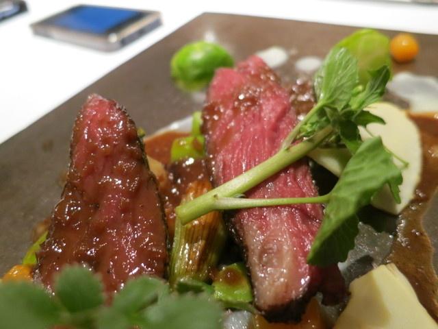 エクアトゥール - お肉  阿蘇山から来た馬肉ハラミのロースト、赤ワインと燻製したエシャロットソース