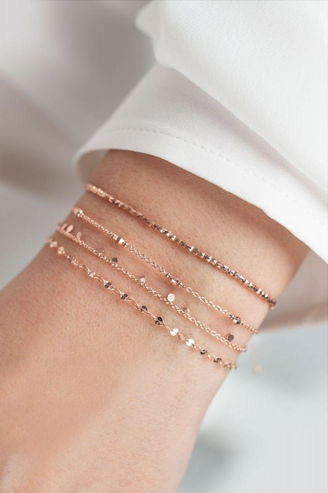 Feine roséfarbene Armbänder – Abby Cowan