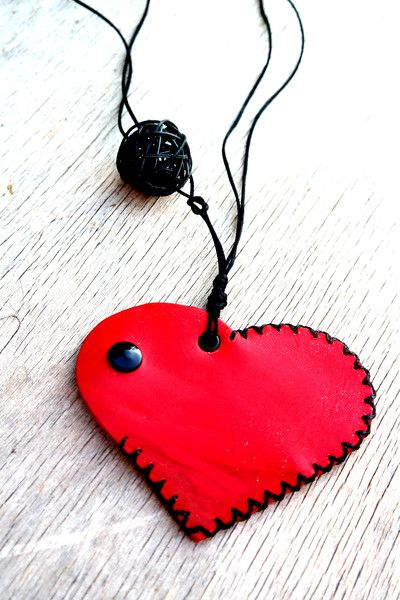 red heart necklace wallet