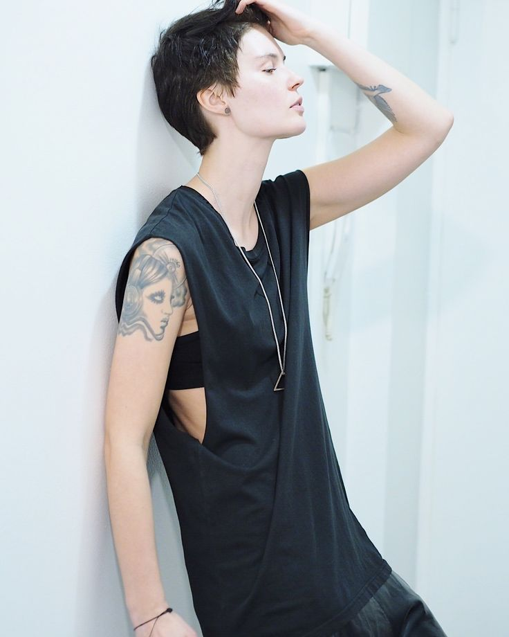 Dark short hair. #tomboy #style #androgynous #model #miamunini