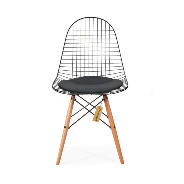 DKW DRAAD STOEL reproductie kwam van een origineel werk van de geprezen Amerikaanse meubel en interieur ontwerper Charles Eames. De DKW DRAAD STOEL was slechts één van de honderden iconische en innovatieve ontwerpen die Charles Eames en zijn vrouw Bernice gemaakt hebben, en ze dragen bij aan het moderne architectuur ontwerp naast het interieur en meubilair ontwerp. Ze waren van de modernistische school van denken, en waren misschien verantwoordelijk voor ...