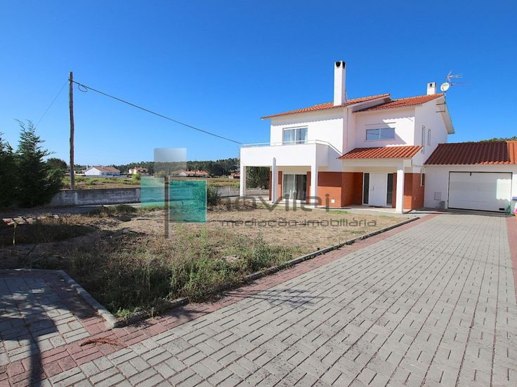 Moradia T4 a 12 minutos do centro da cidade de Leiria  #ortigosa #leiria #portugal #casa #venda #novilei #imoveis #imobiliaria #house